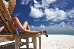 mujer-vacaciones-verano-sol